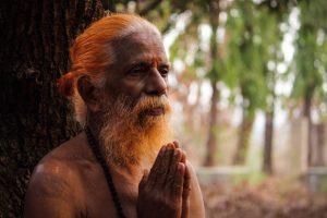 Métodos para hacer despertar la Kundalini: recitación de un mantra